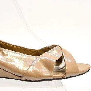 Me Too PERCY Women's Taupe WEDGE PUMPS Size 7.5W